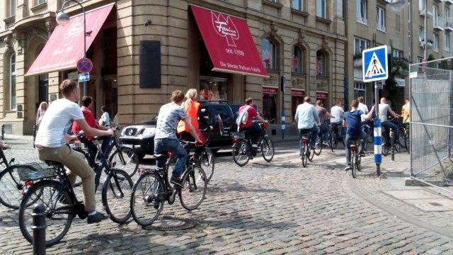 Fietsen door de binnenstad van Keulen