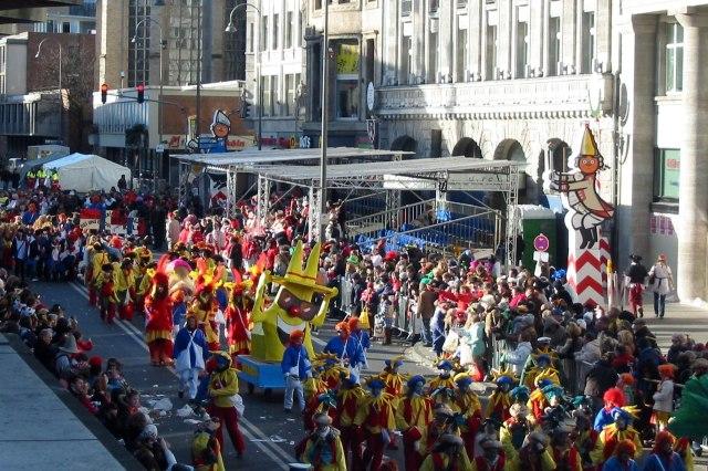 Optocht carnaval bij de Dom