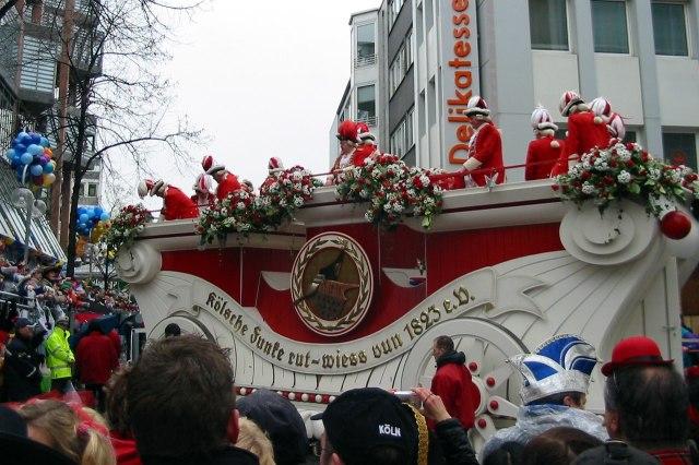 foto: Rote Funken tijdens carnaval van Keulen