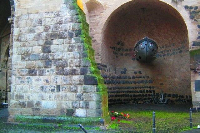 foto: achterkant van de Eigelsteintorburg