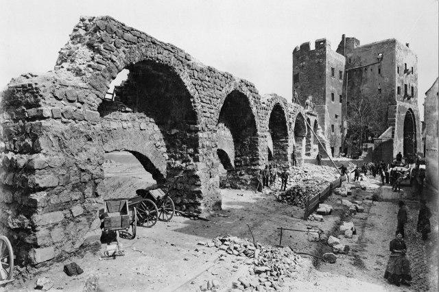 Eigelsteintorburg tijdens de afbraak van de stadsmuur in 1882