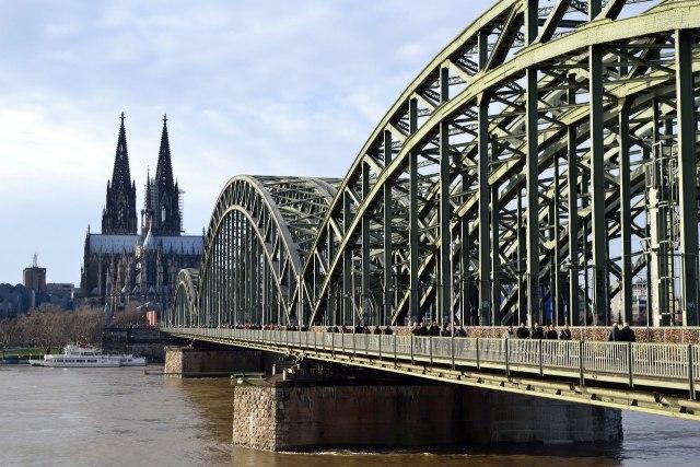 foto: Hohenzollernbrücke met de Dom van Keulen op de achtergrond