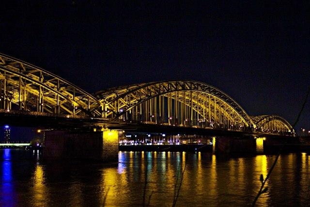 De Hohenzollernbrücke 's nachts