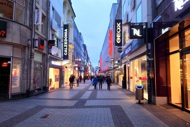 's Avonds is het wat minder druk in de Hohe Straße
