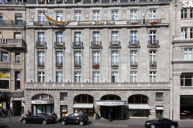 foto: Voorgevel van het Excelsior Hotel Ernst