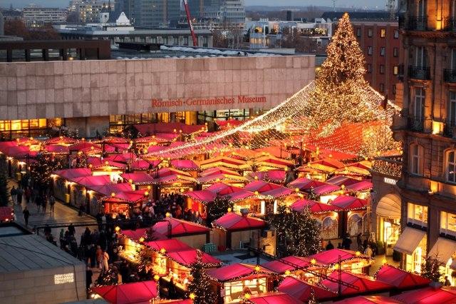 Naar De Kerstmarkt Van Keulen Of Van Dusseldorf