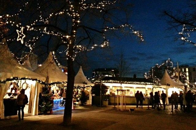 Kerstmarkt bij de haven van Keulen