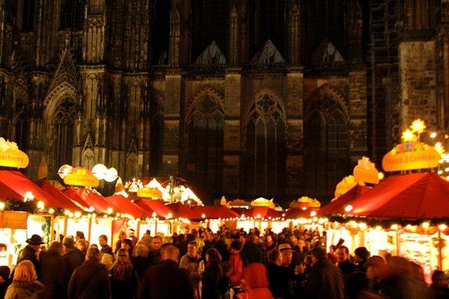 foto: kerstmarkt bij de Dom van Keulen