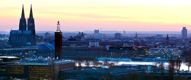 Foto van Keulen bij zonsondergang