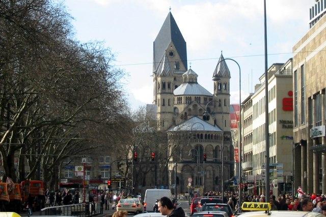 De Apostelenkerk op de Neumarkt van Keulen