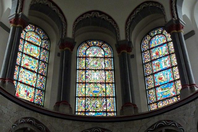 Het leven van Sint Kunibert verteld in glas-in-lood