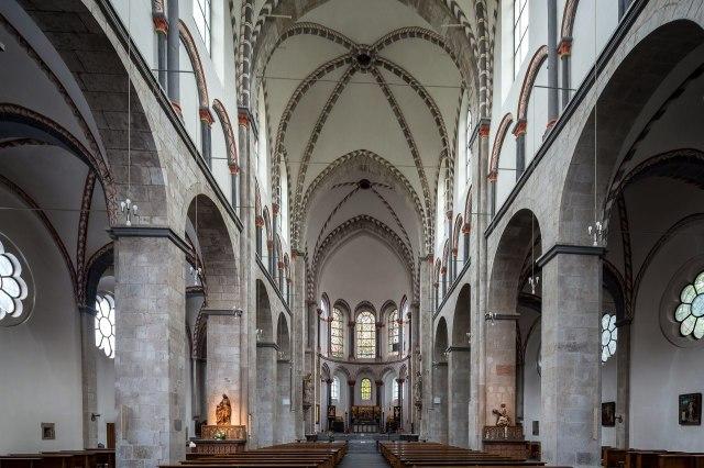 Interieur van de Sint-Kunibertkerk