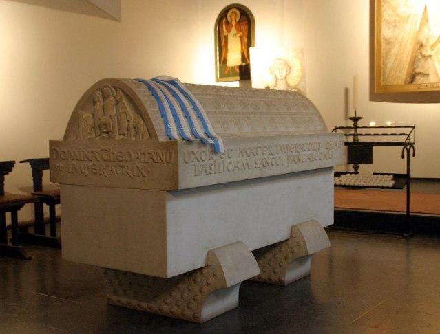 De marmeren sarcofaag van Theophanu