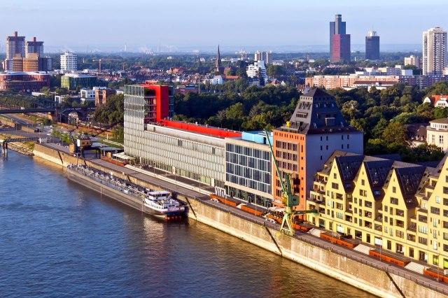 Een modern gebouw, SILO 23 en Siebengebirge