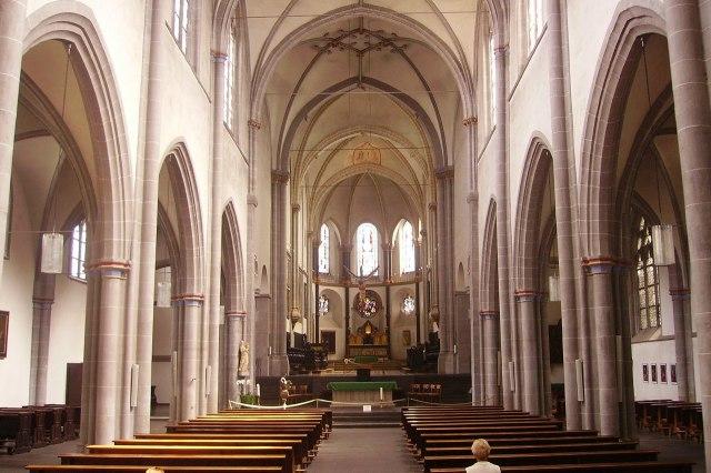 Binnenin de Sint-Severinuskerk van Keulen