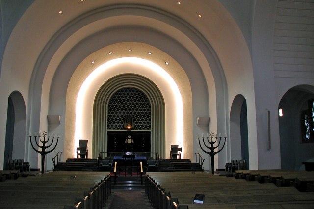 De grote gebedshal van de synagoge