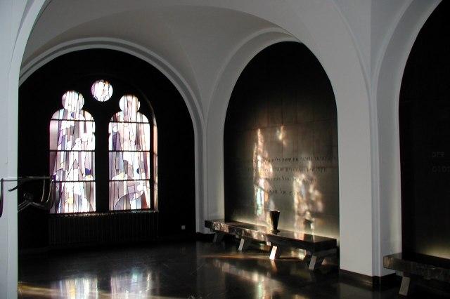 Een gedenkruimte in de synagoge
